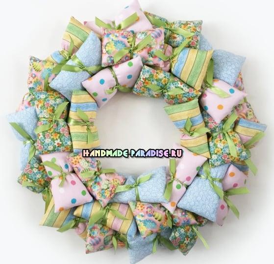 Декоративные венки из текстильных подушечек (4)