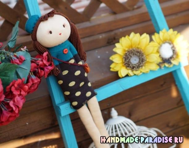 Куколка из носков с волосами из пряжи (2)
