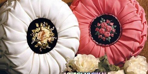 Декоративные подушки с вышивкой лентами