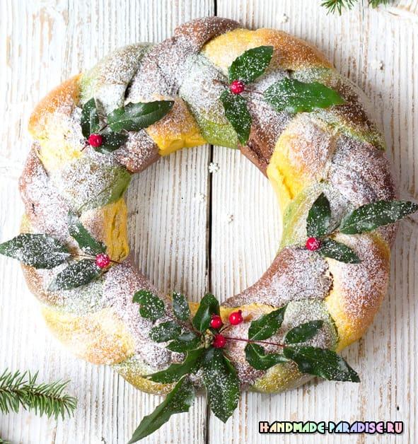 Дрожжевой трехцветный рождественский венок (3)