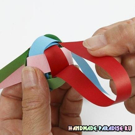 Как из полосок бумаги сплести шарик (10)