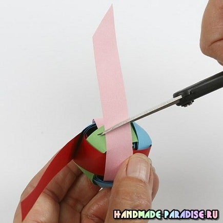 Плетение из бумаги шарика для гирлянды (11)