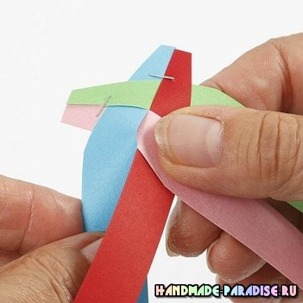 Как из полосок бумаги сплести шарик (4)