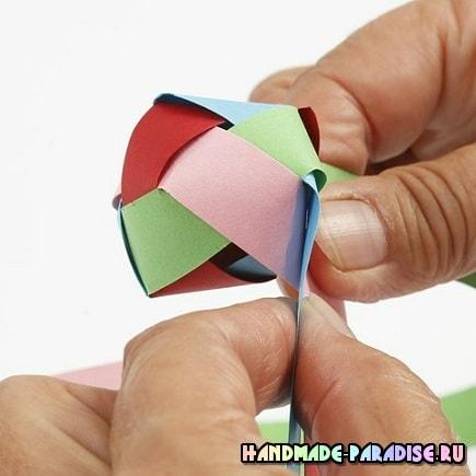 Как из полосок бумаги сплести шарик (8)