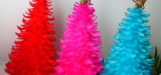 Новогодние елочки из перьев