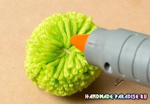 Новогодняя елочка из помпонов (5)