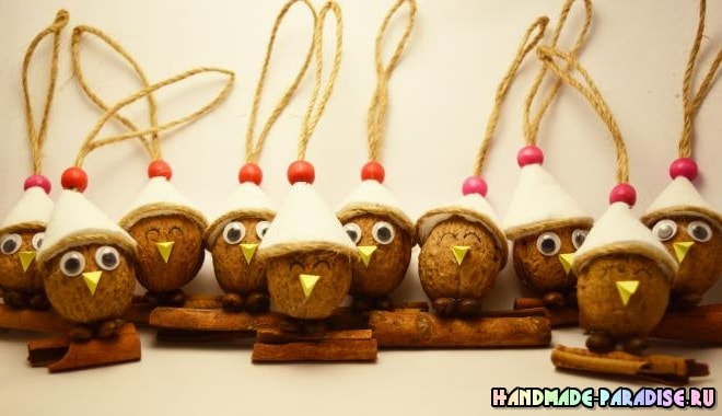 Птички из грецких орехов - подвески для елочки (6)