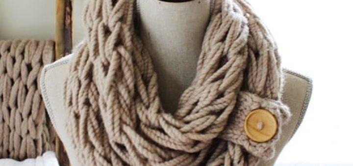Вязание на руках. Как связать объемный шарф