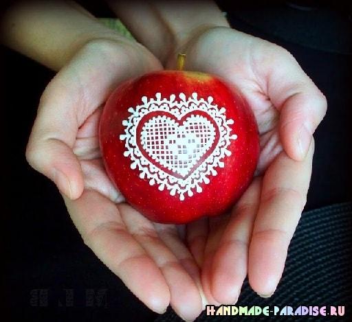 Рождественские яблоки с росписью глазурью