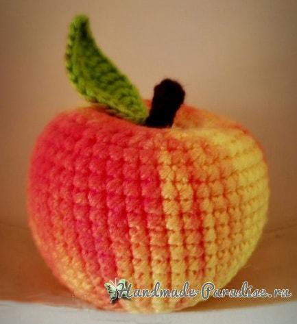 Маленькое яблочко вязанное крючком