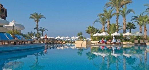 Лазурное море Кипра. Розовые берега