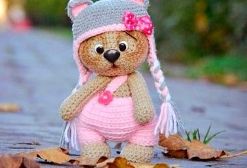Медвежонок в шапочке. Амигуруми крючком