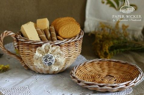 Плетение чайной чашки с блюдцем из газет (2)
