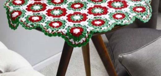 Салфетка крючком для круглого столика