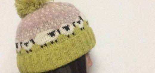 Зимняя шапка с овечками спицами
