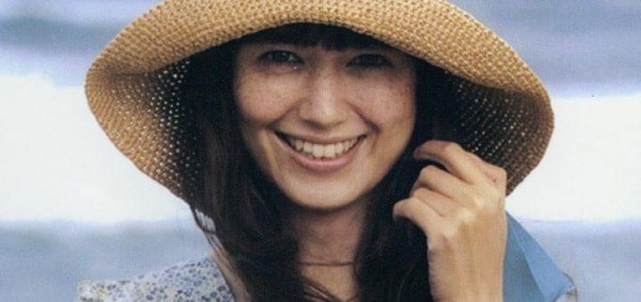 Летняя шляпа с большими полями крючком