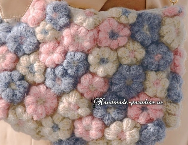 Декор сумочки цветочками из пышных столбиков (4)