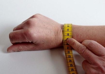Браслет из кожи с вышивкой своими руками (3)