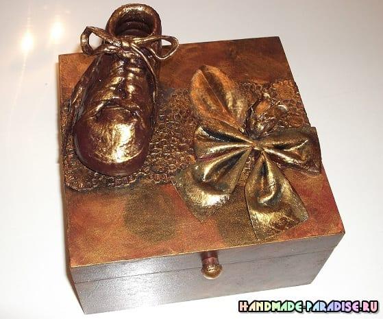 Бронзовые пинетки. Детская обувь как элемент декора (10)
