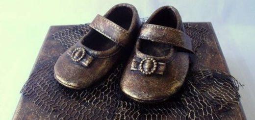 Бронзовые пинетки. Детская обувь как элемент декора