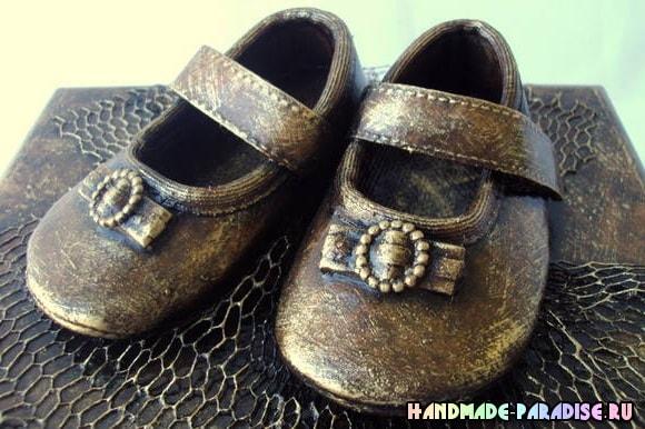 Бронзовые пинетки. Детская обувь как элемент декора (4)