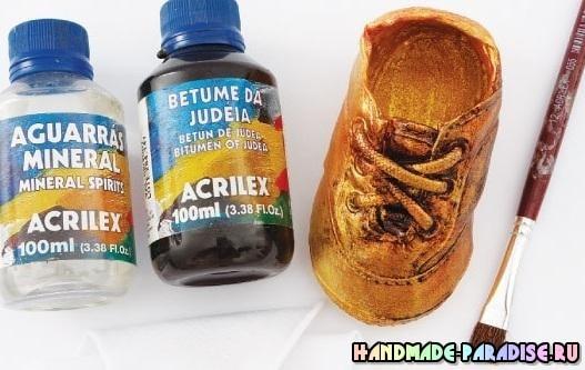 Бронзовые пинетки. Детская обувь как элемент декора (6)