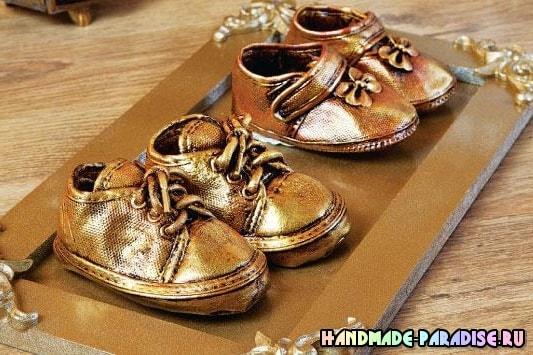 Бронзовые пинетки. Детская обувь как элемент декора (8)