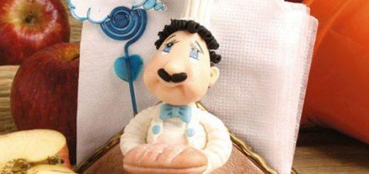 Салфетница с усатым пекарем из полимерной глины