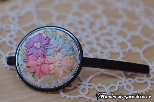 Вышивка лентами цветов для декора заколки
