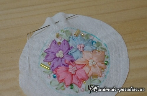 Вышивка лентами цветов для декора заколки (14)
