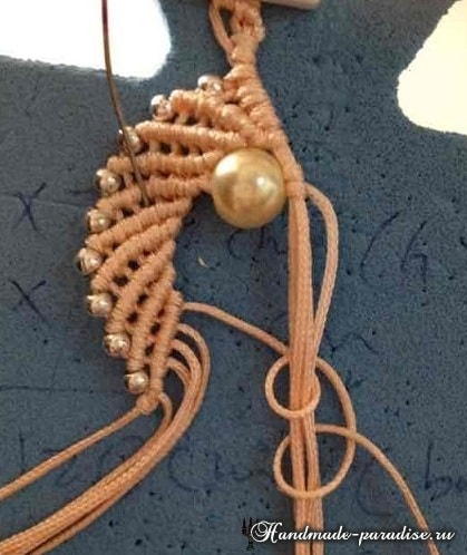 makrame-pletenie-brasleta-uzorom-rakushki-17