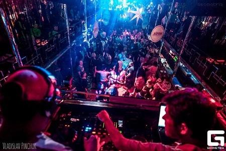nezabyivaemyiy-prazdnik-v-nochnom-klube-disco-radio-hall-2