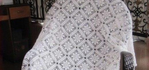 Скатерть из квадратных цветочных мотивов