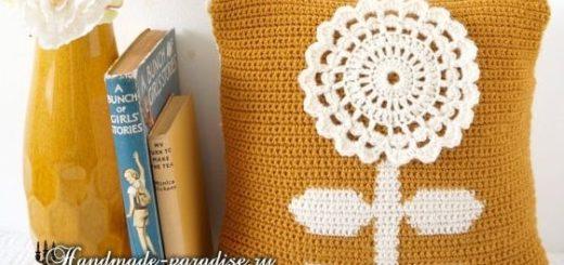 Вяжем крючком подушку с большим цветком