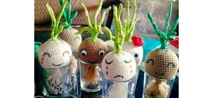Амигуруми. Выращивание лука на подоконнике