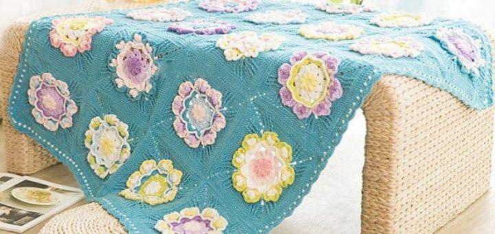 Плед крючком с большими объемными цветами