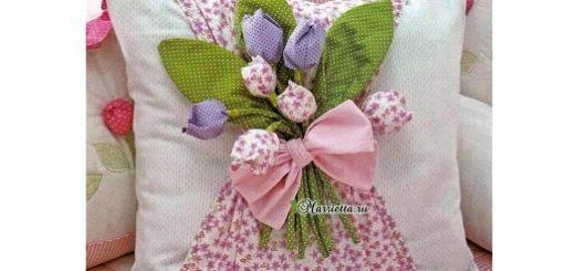 Интерьерная подушка с тюльпанами