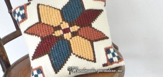 Интерьерная подушка спицами с вышивкой