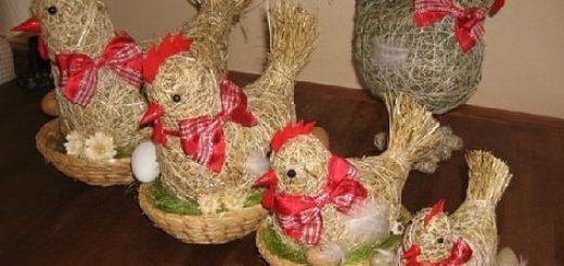 Петушки и курочки из сена и соломы