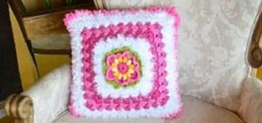 Декоративная подушка крючком из пряжи «травка» (2)