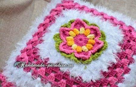 Декоративная подушка крючком из пряжи «травка» (3)