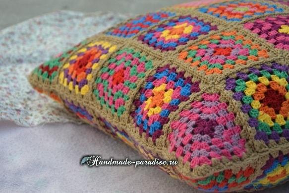 Интерьерная подушка крючком бабушкиными квадратами (1)