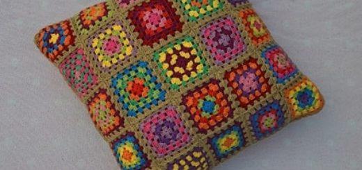 Интерьерная подушка бабушкиными квадратами (5)