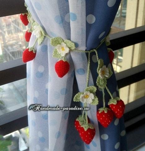 Крючком. Подхваты для штор с цветущей клубникой (3)