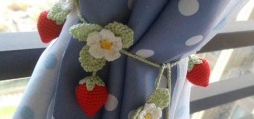 Крючком. Подхваты для штор с цветущей клубникой (4)