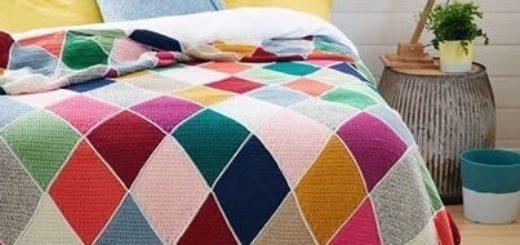 Пледы и подушки крючком разноцветными ромбами (2)