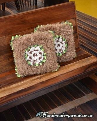 Подушка из коричневой пряжи «травка» (3)