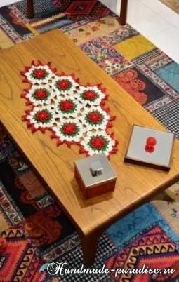 Салфетка с красными цветами пуансеттии (1)