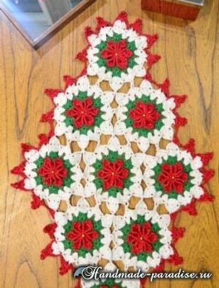 Салфетка с красными цветами пуансеттии (2)
