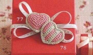 Валентинки крючком для украшения подарка (2)